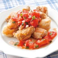 カリカリ鶏肉の大葉トマトソース