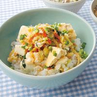 4種野菜とくずし豆腐ののっけ丼