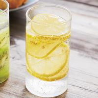 たっぷりレモンの炭酸水