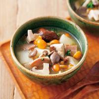 きのこと長芋とベーコンのスープ