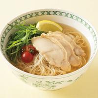 つるつる蒸し鶏麺