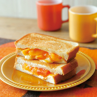柿とチーズのホットサンド