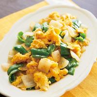 ピーマン、玉ねぎとふんわり卵の炒め物
