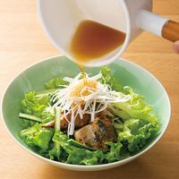 ごま油香るさばと香味野菜のサラダ